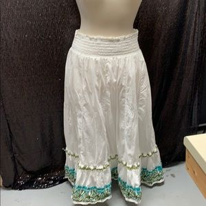 White skirt with sequin and bottom design